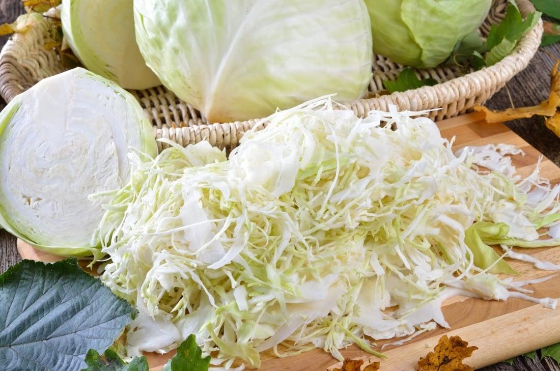 Благоприятные дни в 2019 и 2020 для квашения капусты, простые рецепты засолки капусты хрустящей на зиму