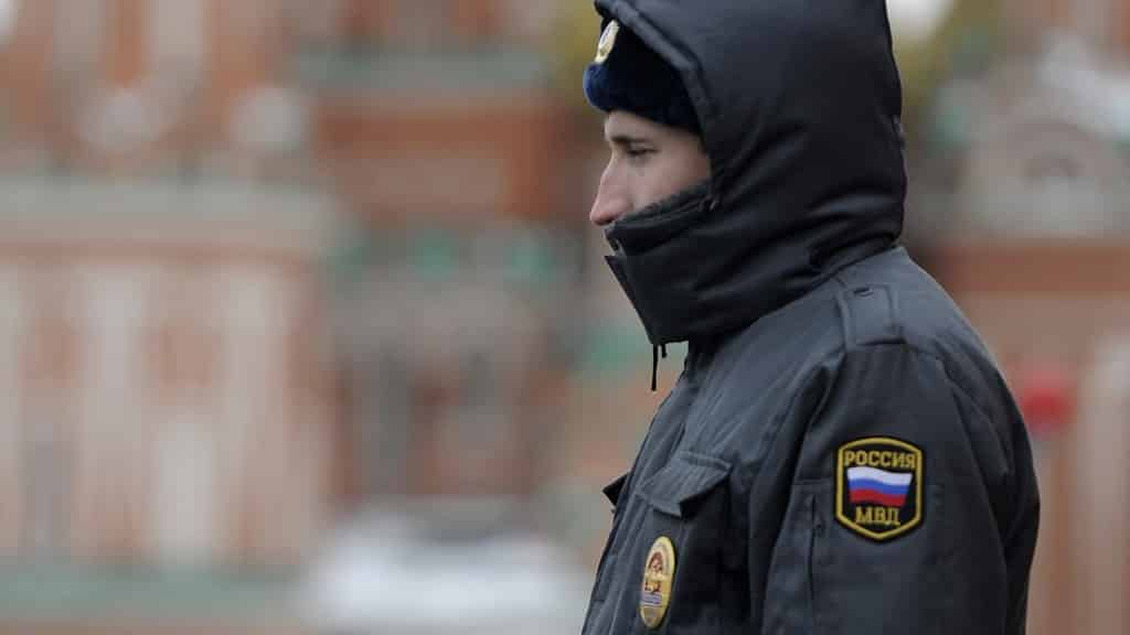 Повысить зарплату сотрудникам полиции собирается правительство России с 2021 года