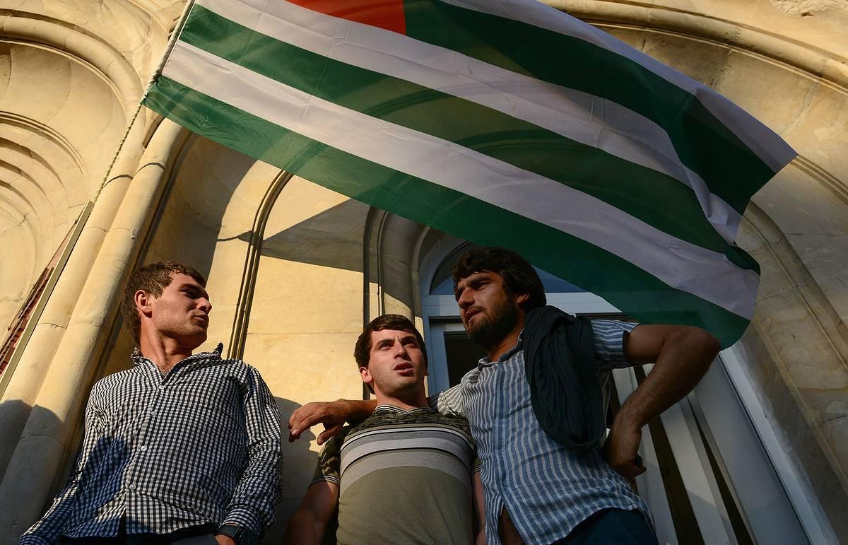 В Абхазии начался штурм здания администрации президента