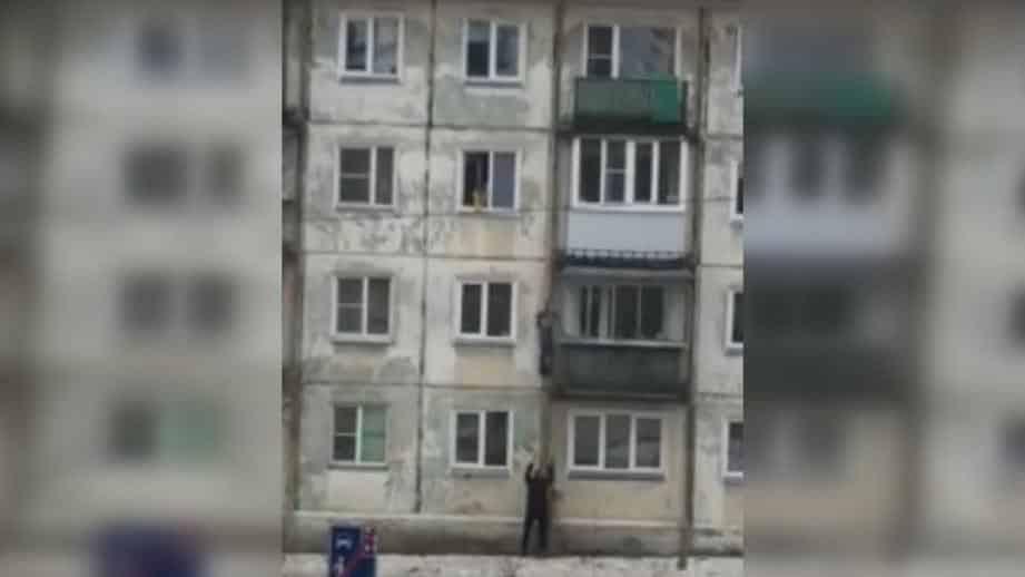 Мужчина спас мальчика, упавшего с высоты в Челябинске