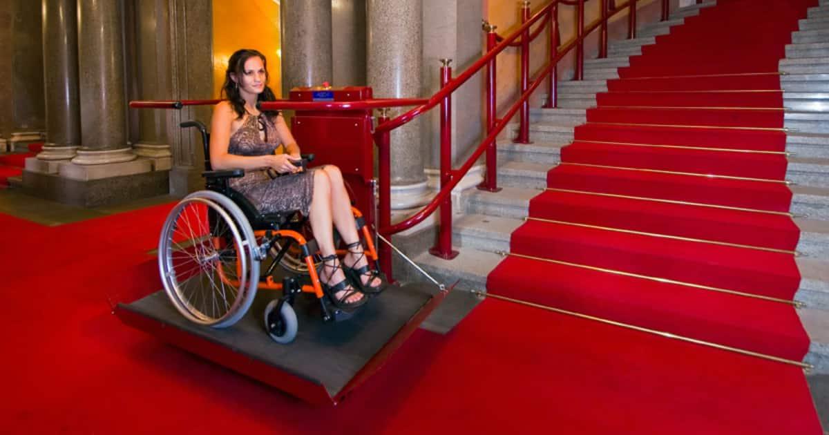 Для людей с инвалидностью в Москве установят более 250 подъемников
