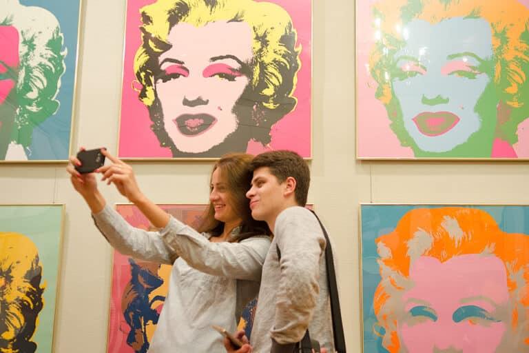 Музеи устраивают день селфи, Museum Selfie Day