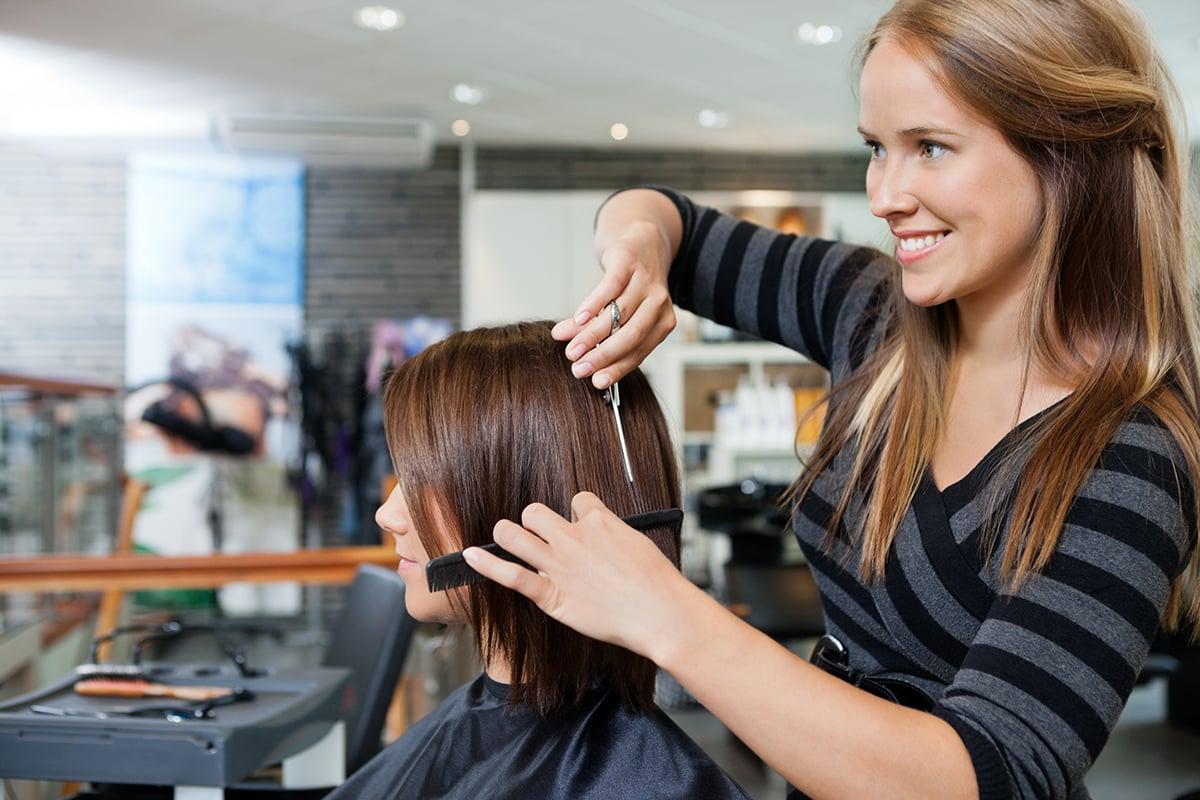 Лунный календарь стрижек на февраль 2020: благоприятные дни для стрижки волос
