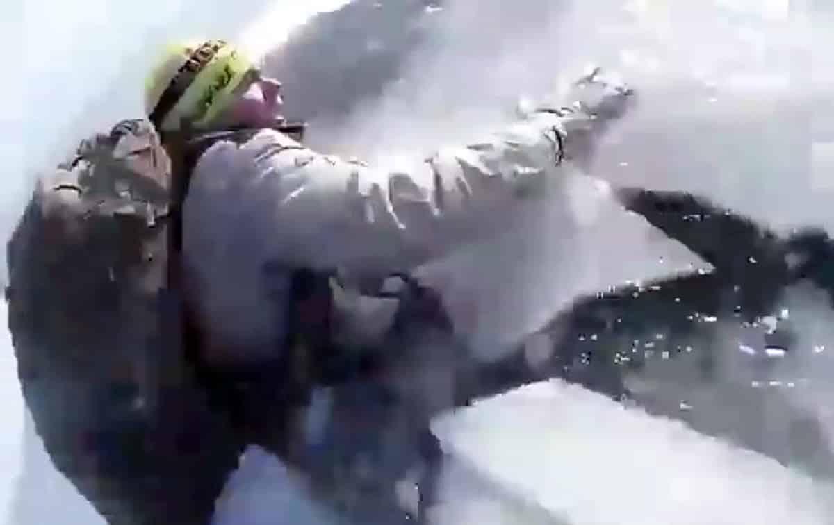 Видео провалившихся под лёд туристов на Байкале попало в сеть