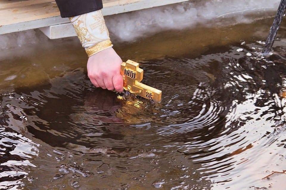 Крещение Господне 19 января 2020: история праздника, традиции и обряды, как использовать Крещенскую воду