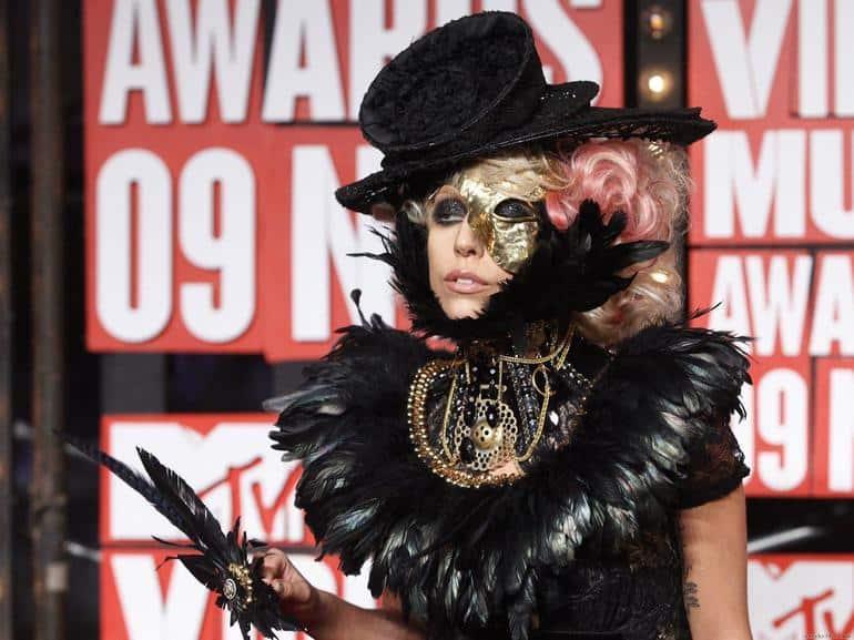 Леди Гага рассказала что её несколько раз насиловали