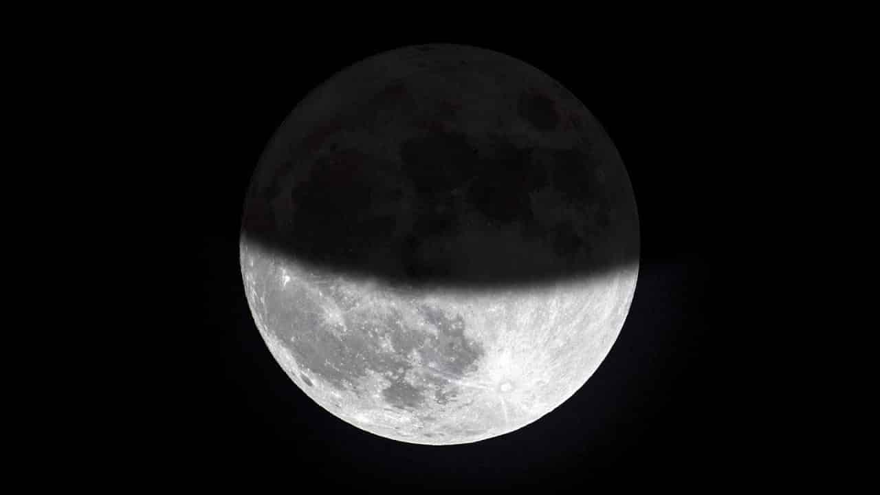 Сегодня, 10 января 2020 года россияне увидят первое лунное затмение