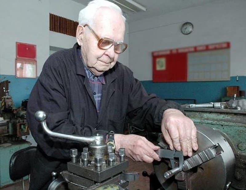 В 2020 году планируют повысить пенсию для работающих пенсионеров