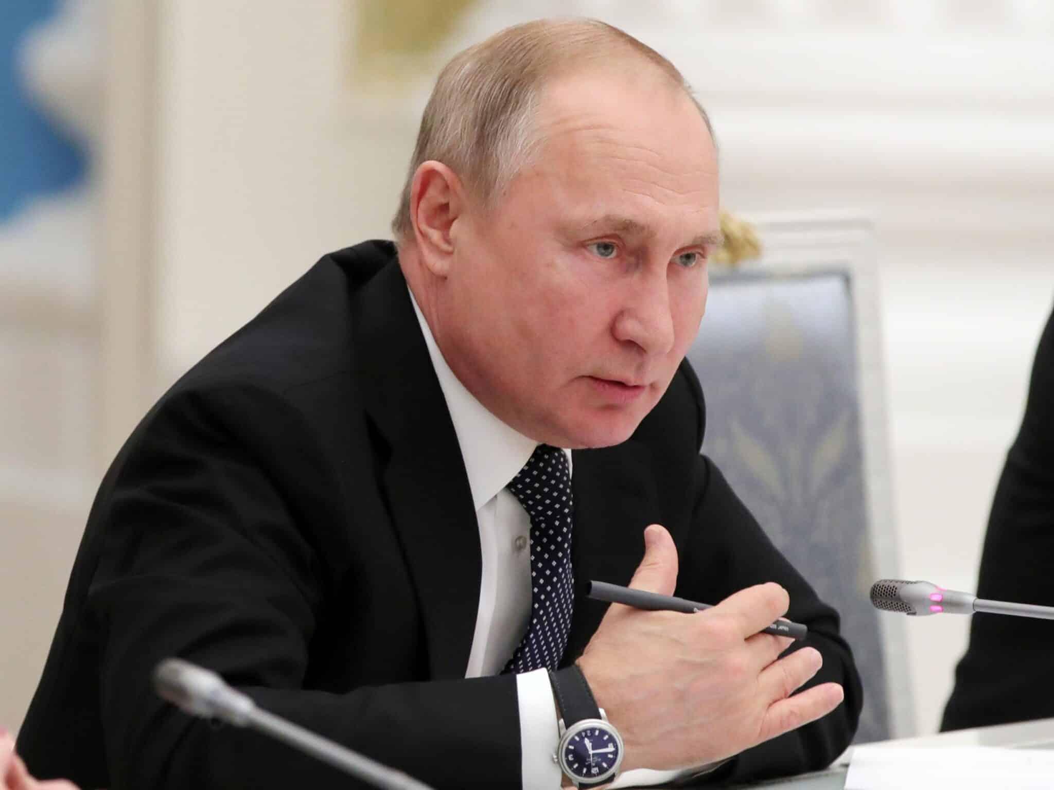 Путин назвал повышение уровня доходов населения важнейшей задачей правительства