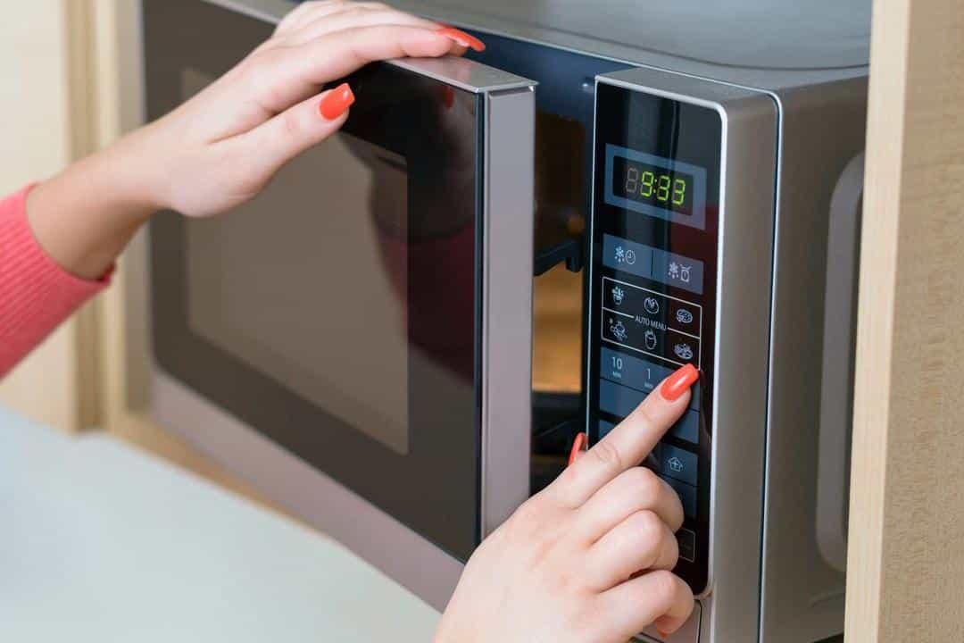 Опасно ли использование микроволновки для здоровья: правила безопасности при использовании микроволновой печи