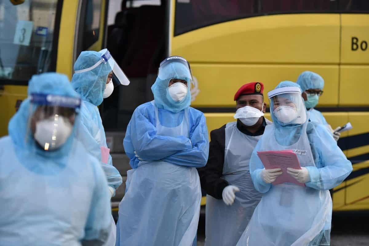 Тест на коронавирус не помог: у китаянки появились симптомы болезни спустя 8 отрицательных проб