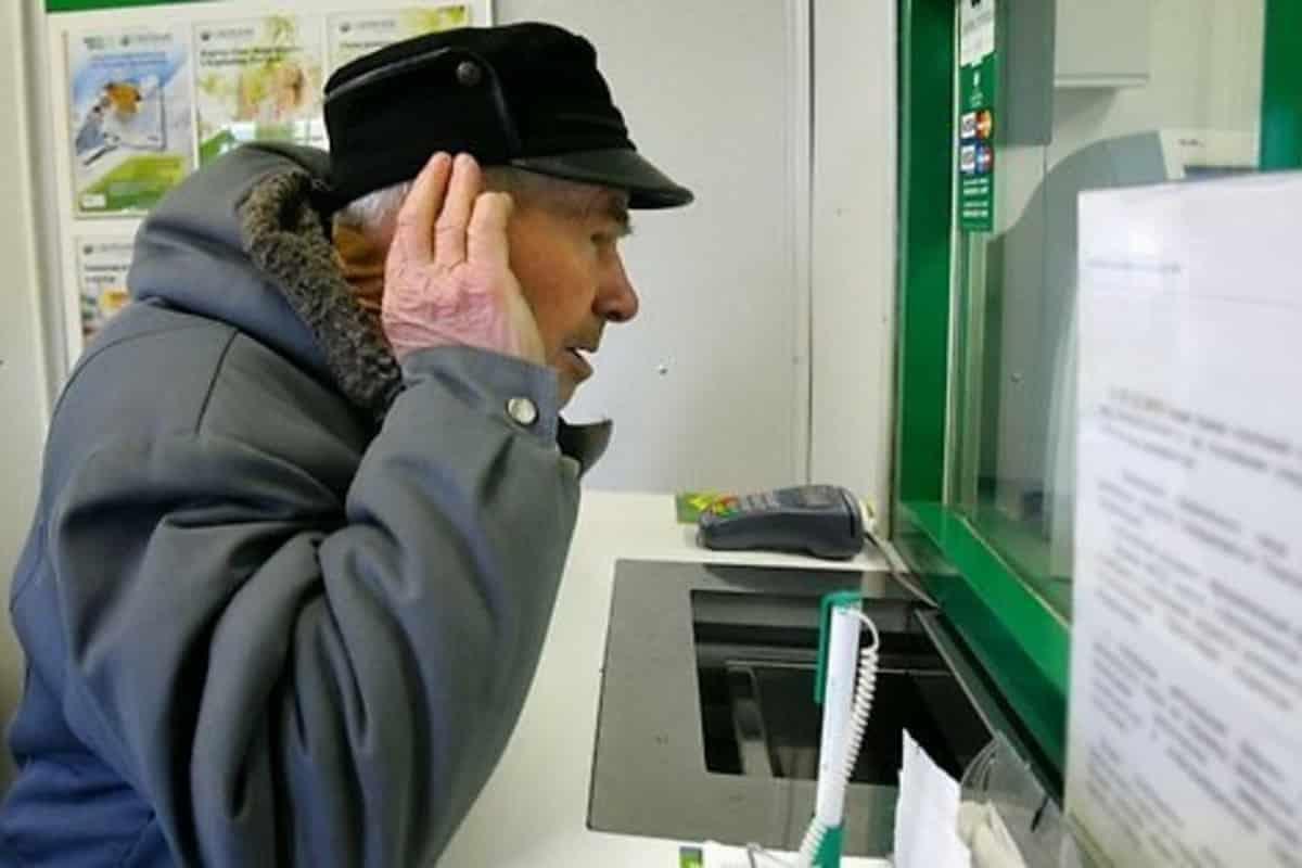 Мошенники крадуту пенсионеров деньги с банковских карт: известные способы обмана и меры предосторожности