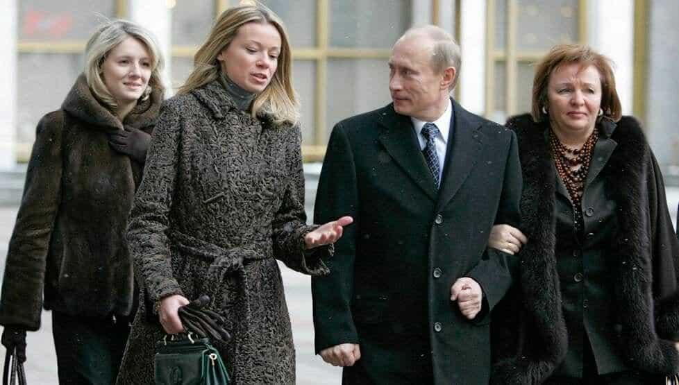 Мнение экспертов, почему Путин скрывает информацию о своей новой семье