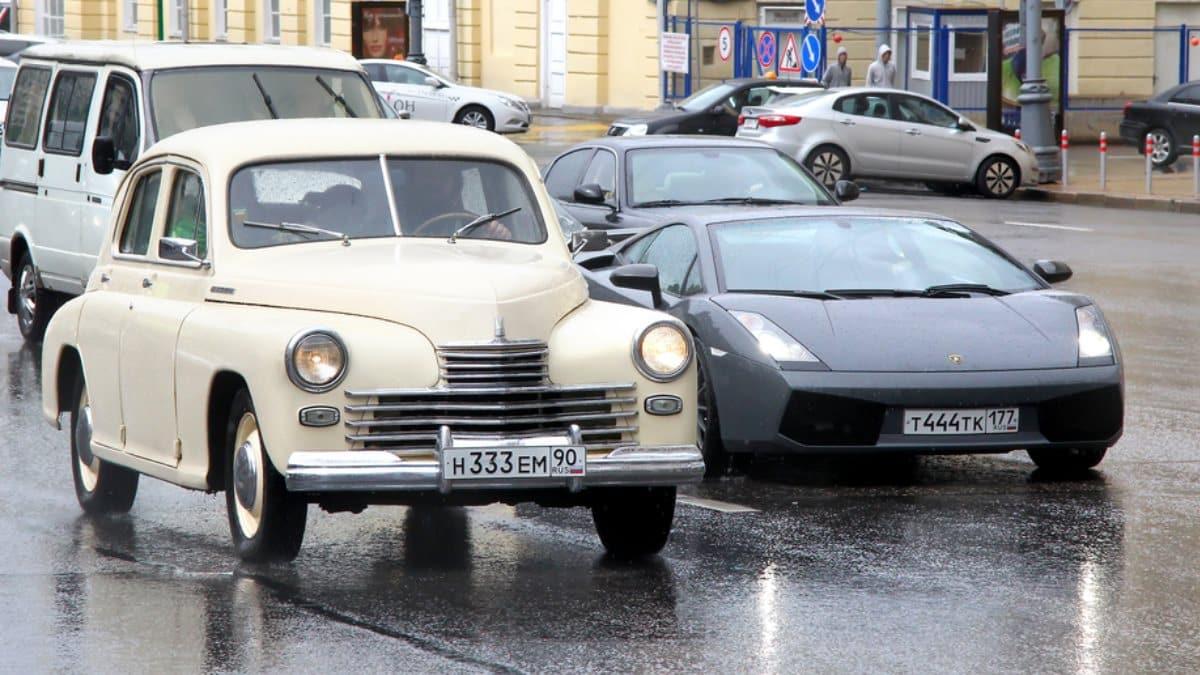 Новым налогом на автомобили хотят обрадовать россиян
