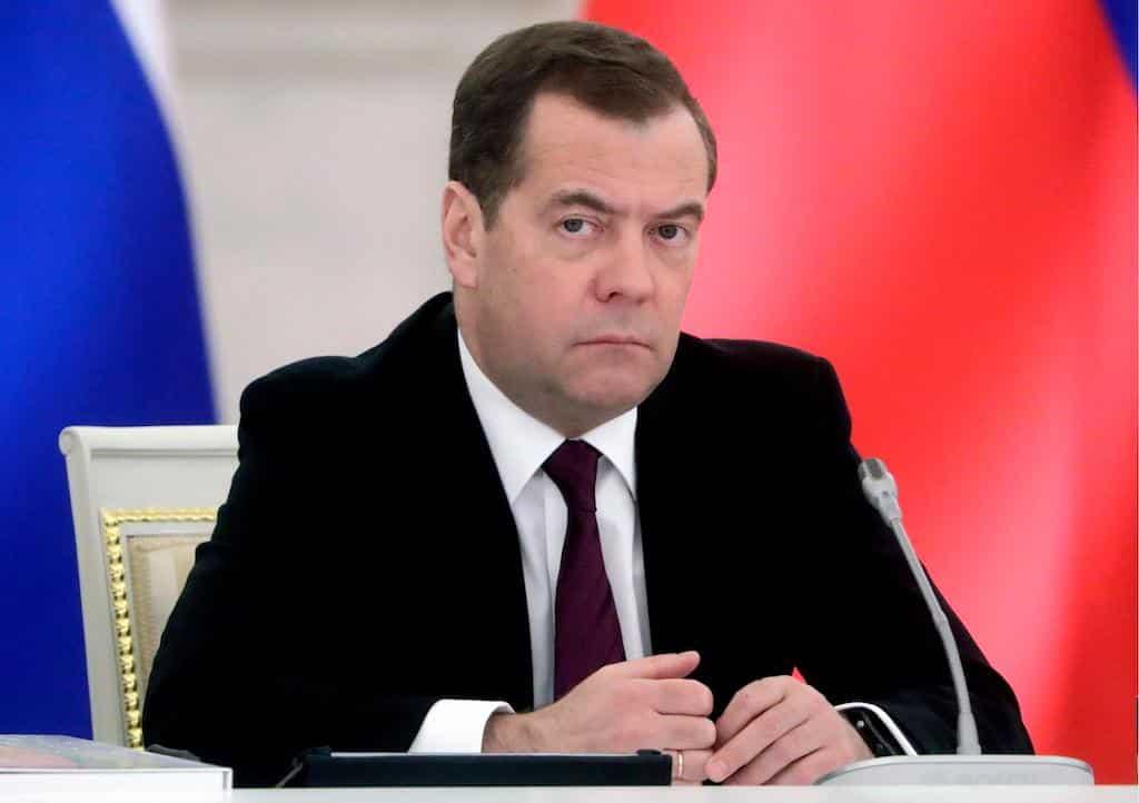 Путин оберегает Медведева: будущее бывшего премьера выглядит многообещающим