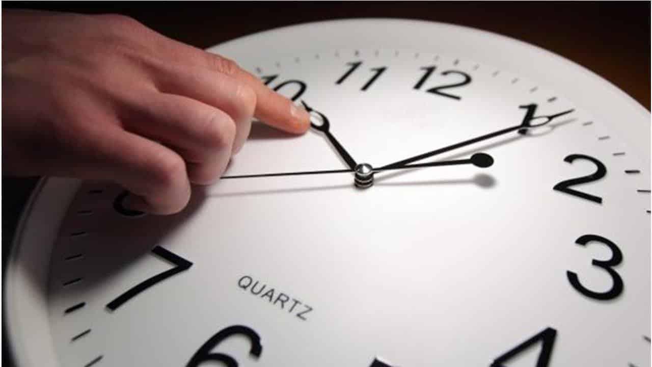 Будут ли переводить вперед стрелки часов весной 2020?