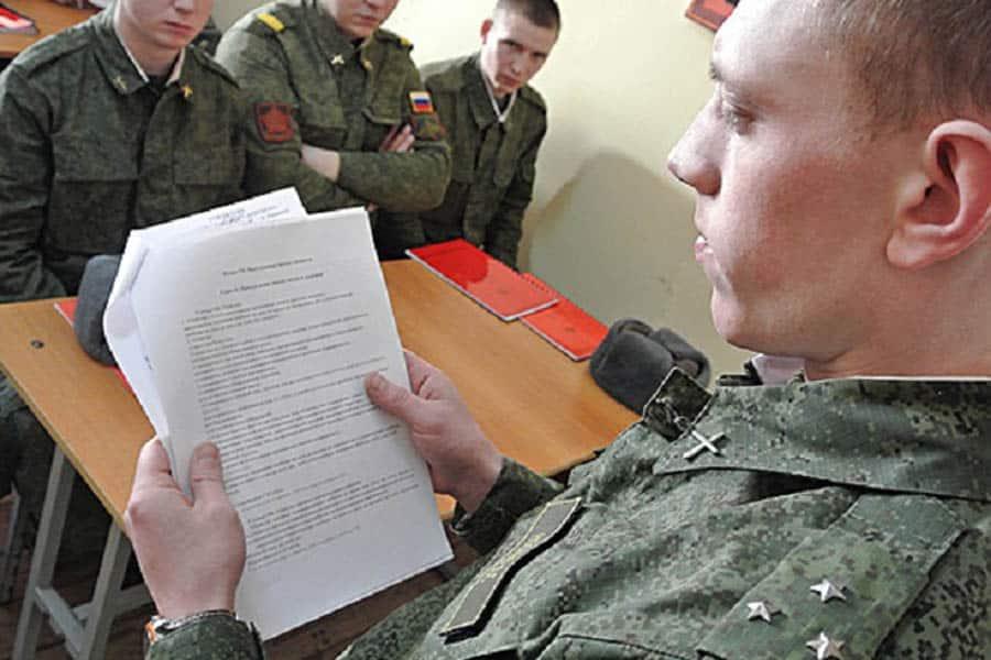 Годовые контракты на прохождение службы в армии Россиидля офицеров запрещены с 18 марта 2020 года