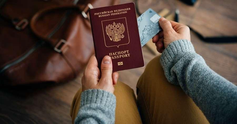 В России начали выдаватьзагранпаспорта нового вида
