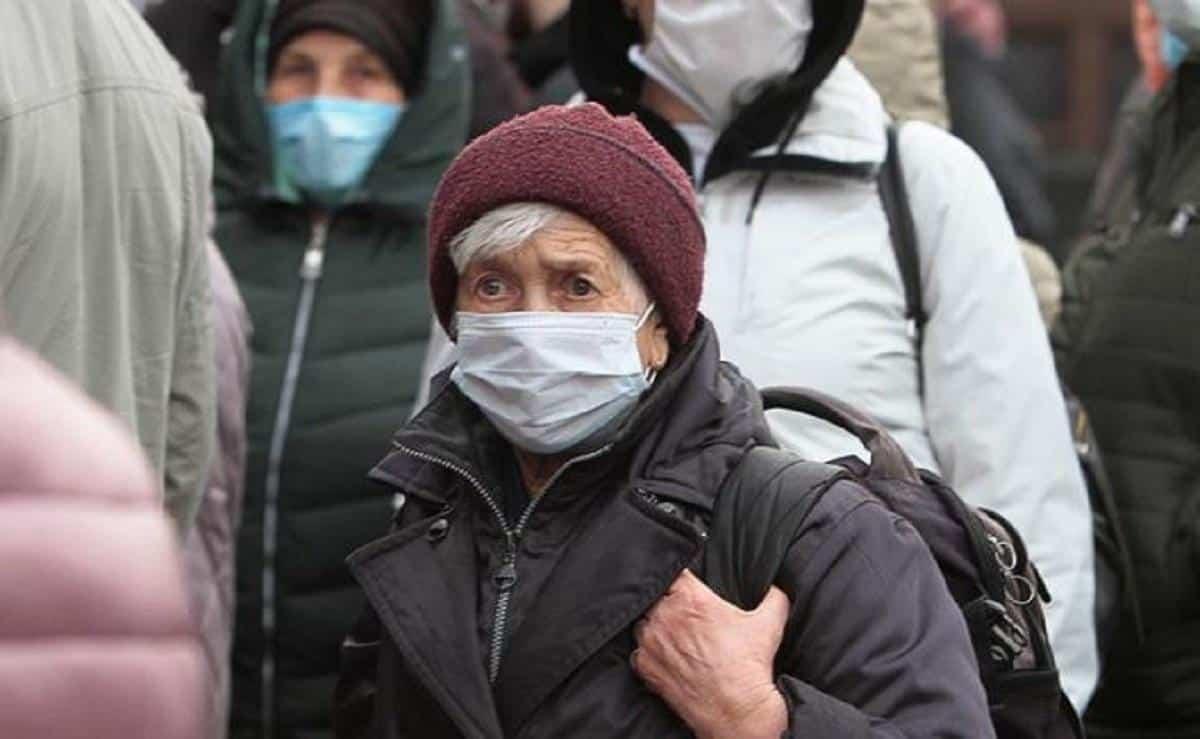 Когда власти разрешат прогулки для пенсионеров в России