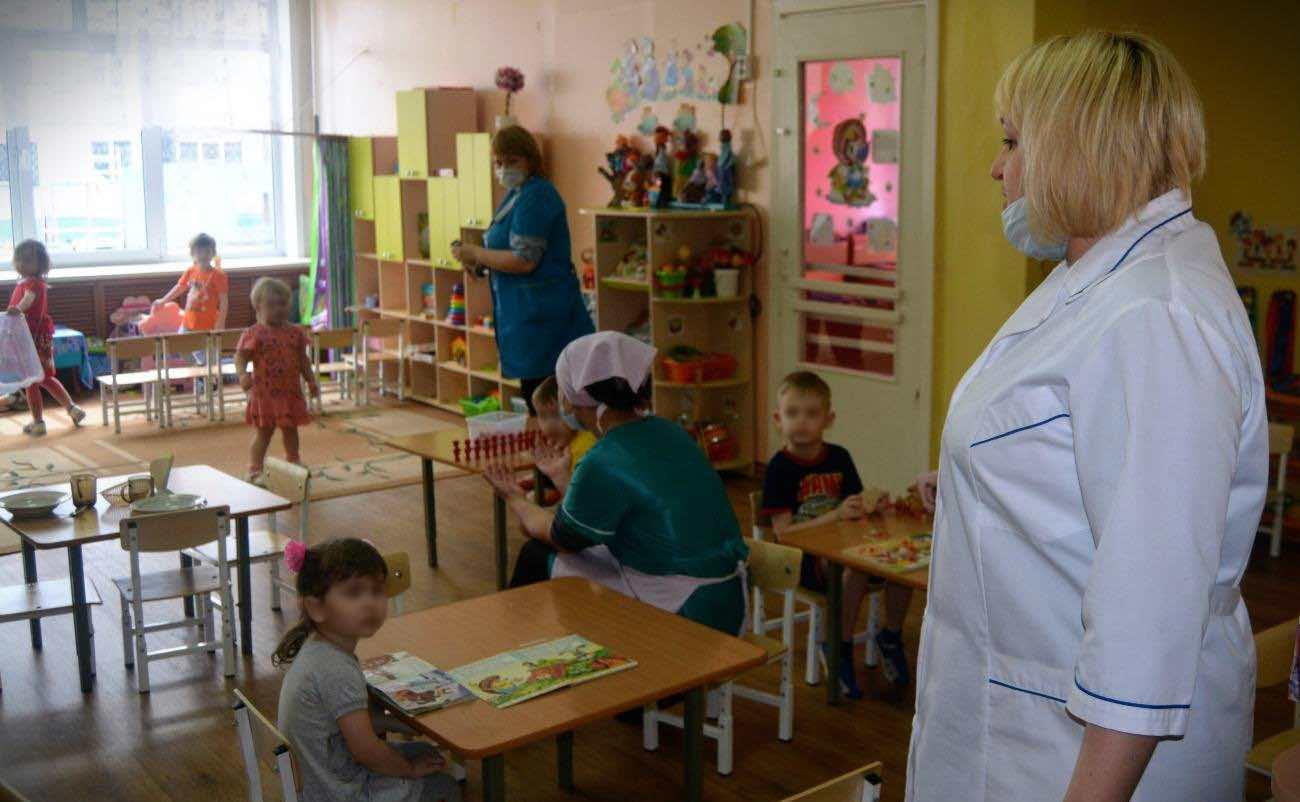 Детские сады в России откроются в третью волну выхода из карантина