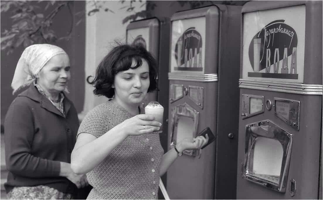 Секреты жизни в СССР: пить из одного стакана и не болеть
