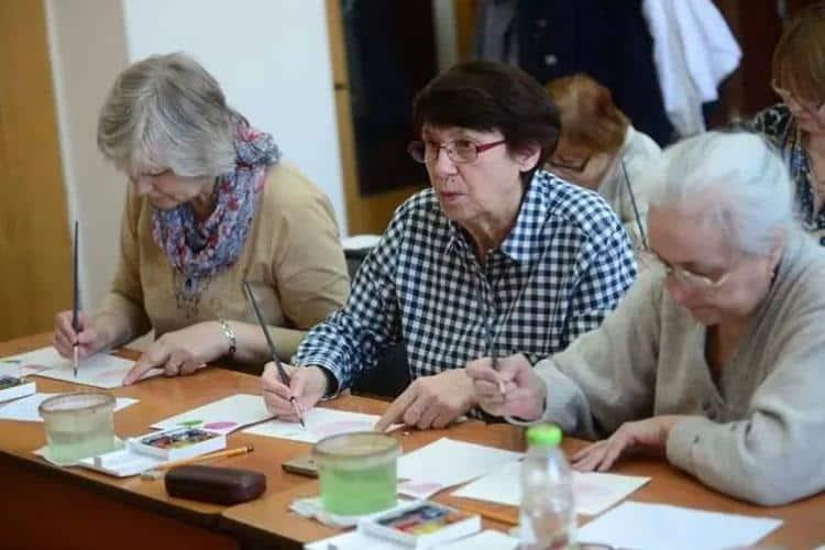 Работающим пенсионерам вновь обещают вернуть индексацию