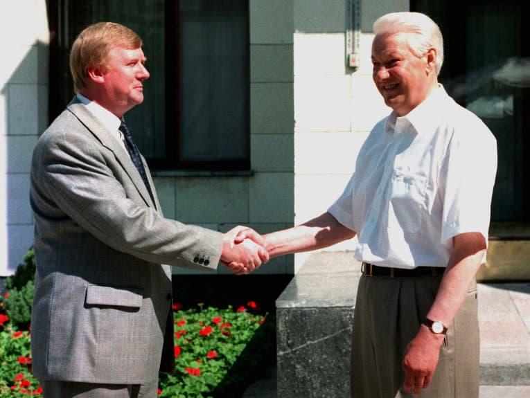 Почему в России не особо уважают Ельцина и Горбачёва