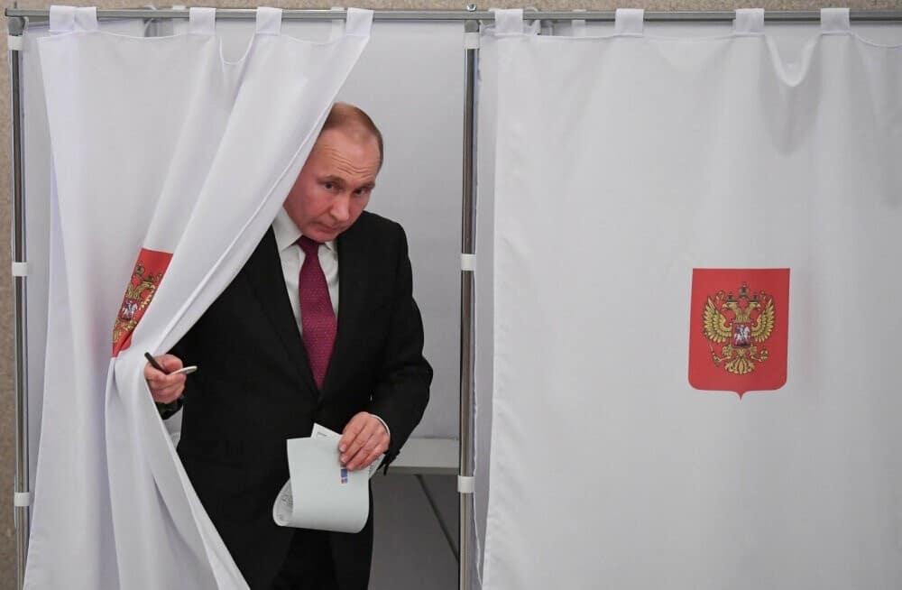 Голосование по изменениям в Конституцию России может быть проведено на свежем воздухе из-за коронавируса