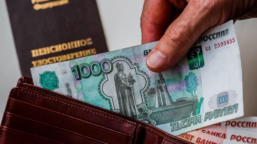 В июле работающим пенсионерам Государство выплатит 12 тысяч рублей