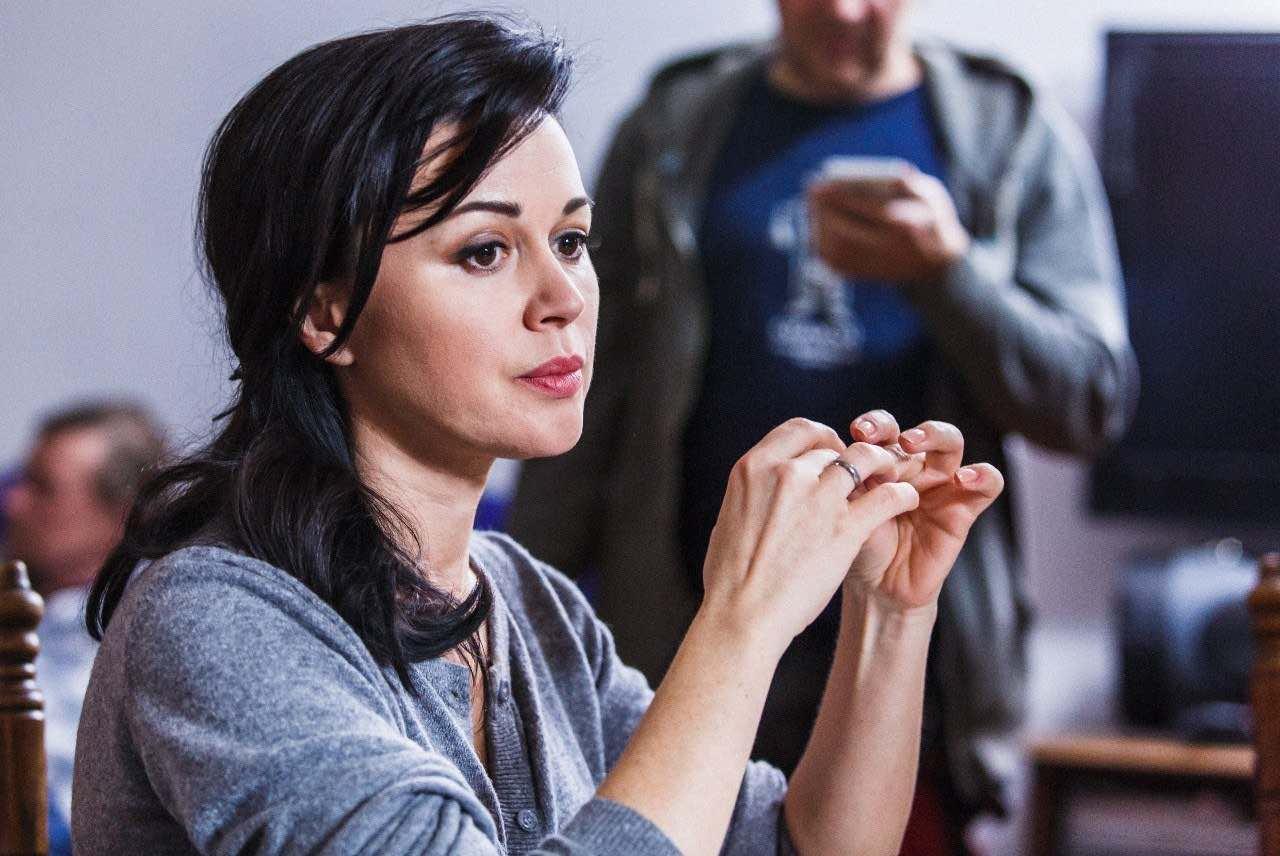 Состояние Заворотнюк обсуждают в сети: по слухам ей становится лучше