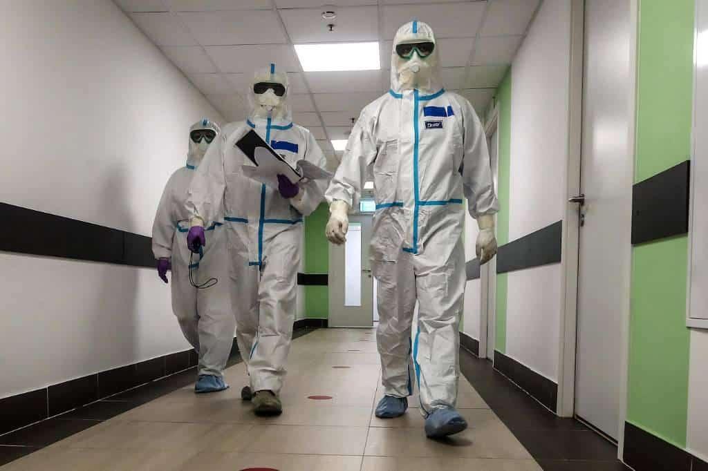 Лекарство от коронавируса начали поставлять в российские клиники