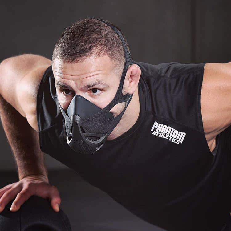 """""""Заниматься спортом в маске глупо"""": врачи не одобряют решение властей"""