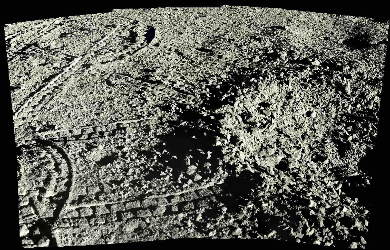 Луна - спутник Земли всегда повернута только одной стороной
