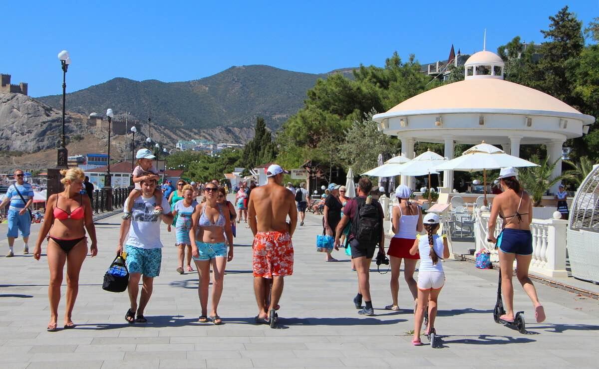 Курортный сезон в Крыму начнется в первый месяц лета: но только для крымчан