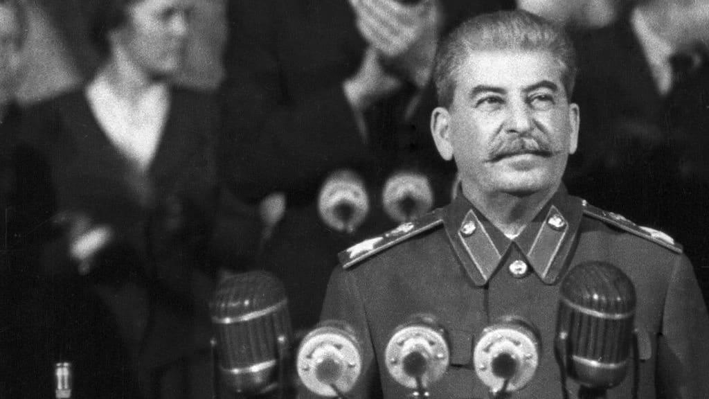 Иосиф Сталин хотел в 1952 году сократить рабочий день в СССР до 5 часов