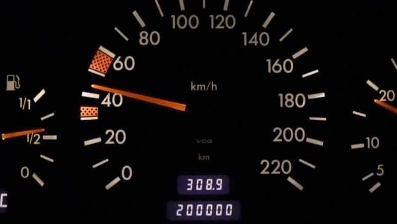 Отменить нештрафуемый порог скорости 20 км/ч планируют в правительстве России