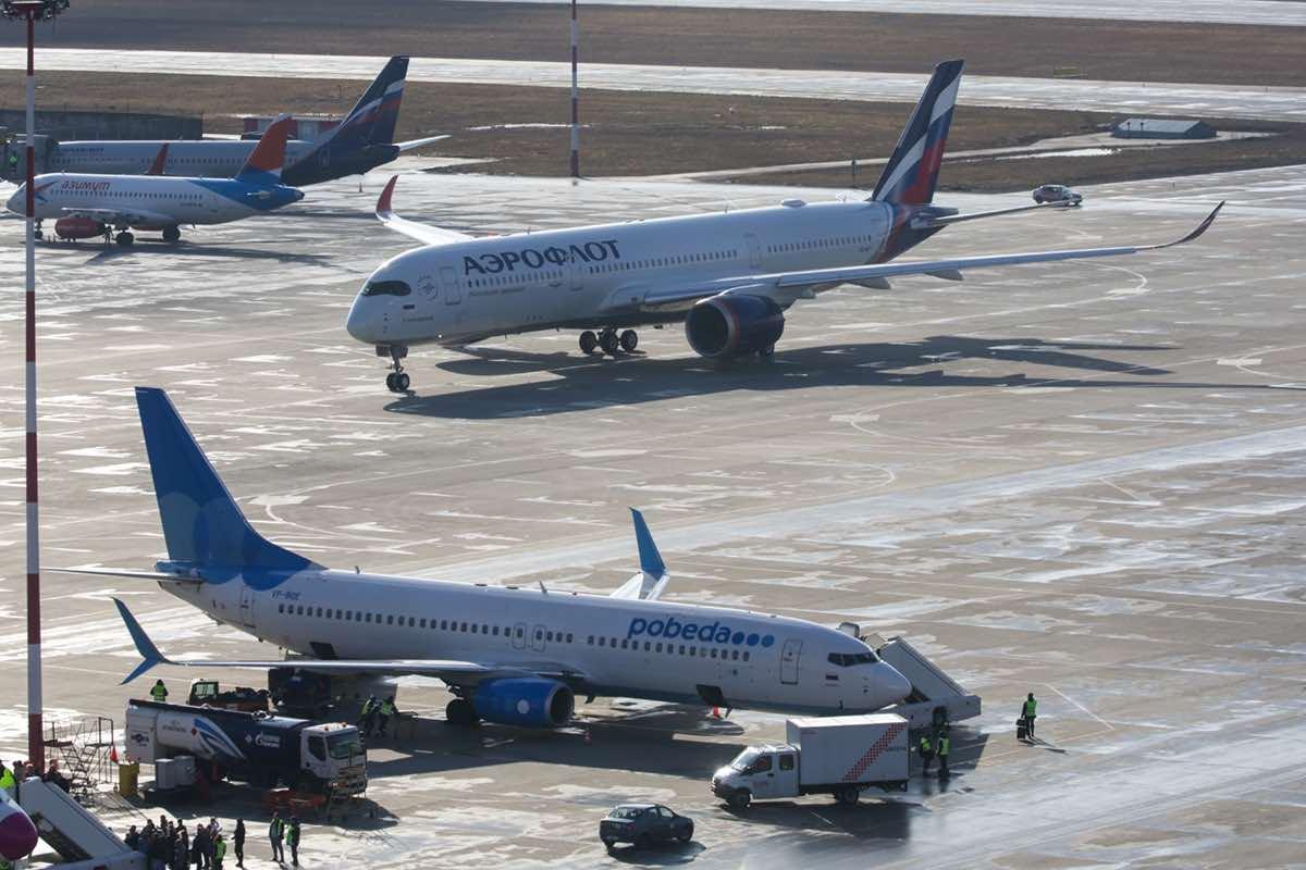 Возобновить авиаперелеты со странами СНГ предложили в Росавиации