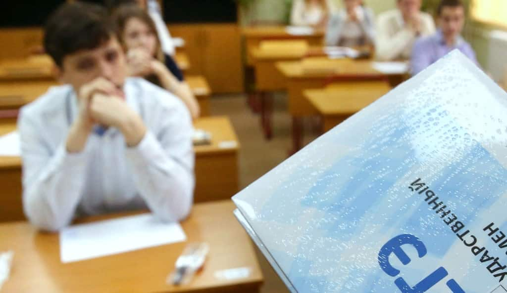 Аттестаты выпускникам российских школ будут выдавать в разные дни в 2020 году