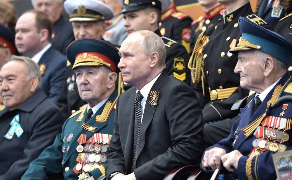 Ветеранов просят вернуть полученные ко Дню Победы выплаты