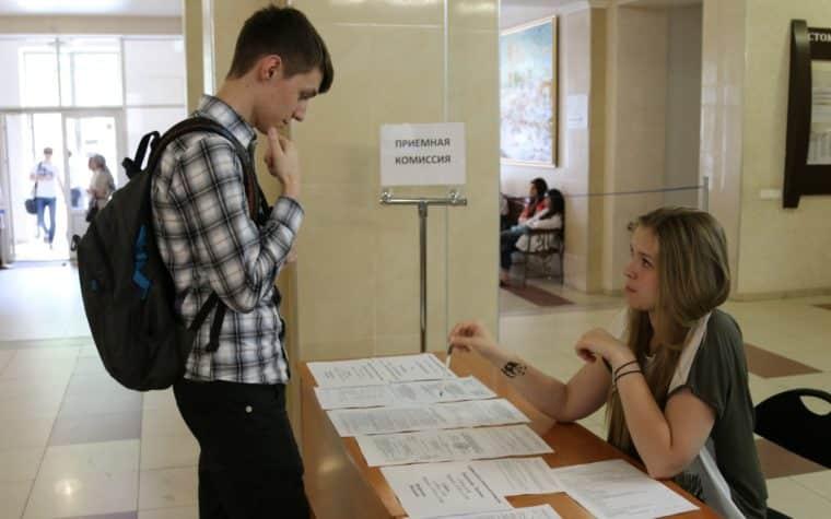 Вузы в России проведут вступительные экзамены онлайн