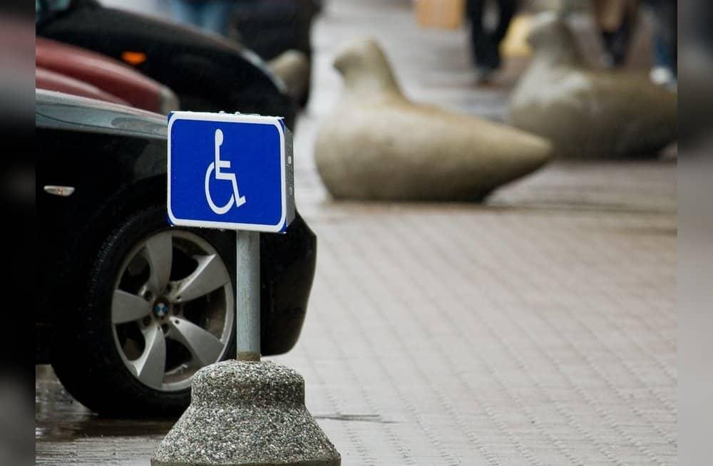 """Знак """"инвалид"""" на автомобиле станет не обязательным с 1 июля 2020"""
