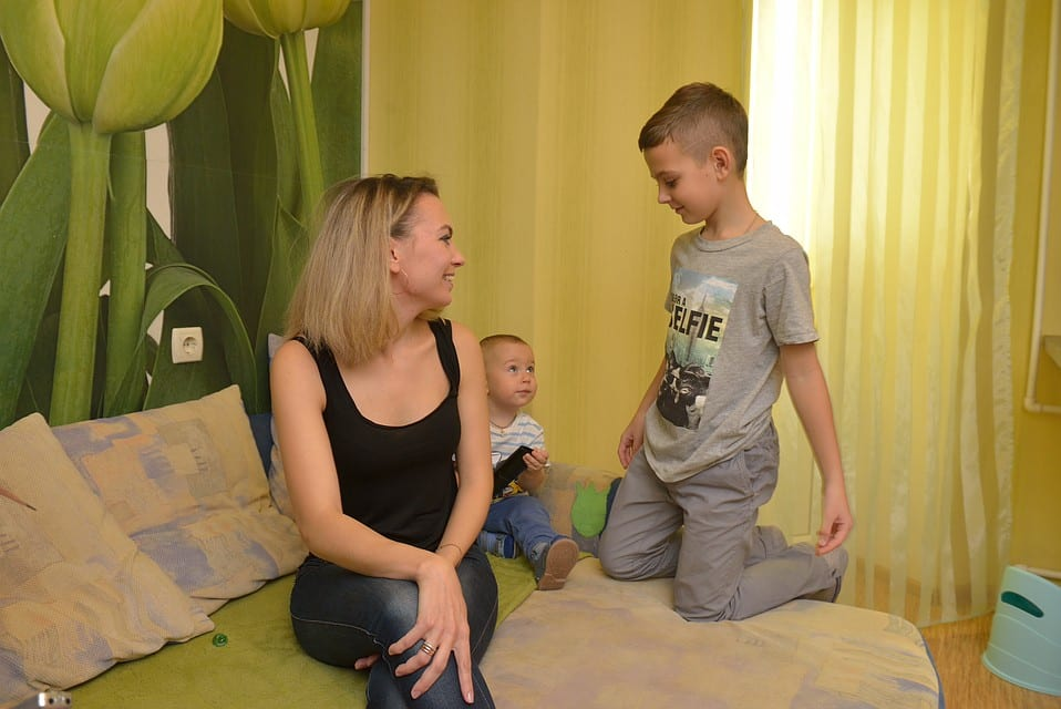 По новому постановлению премьер-министра, семьи с детьми до 16 лет получат единовременную помощь в размере 10000 рублей