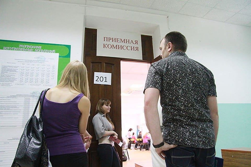 Об изменениях в правилах поступления в колледжи, рассказали в Минпросвещения