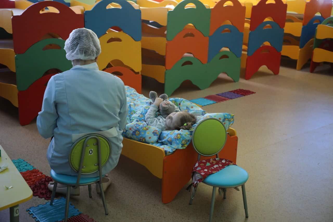 Детские сады в России будут открываться постепенно: в некоторых регионах заработали дежурные группы