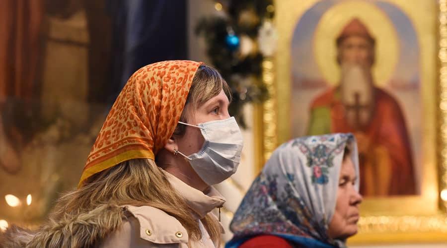 Церкви и храмы постепенно открываются в Москве и Санкт-Петербурге после карантина
