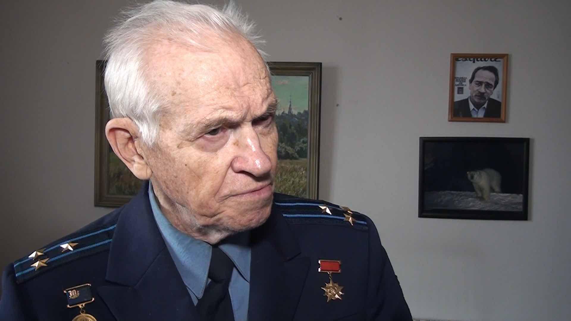 Слухи о том чтобы убрать прах Юрия Гагарина из Кремлевской стены,обсуждают в сети
