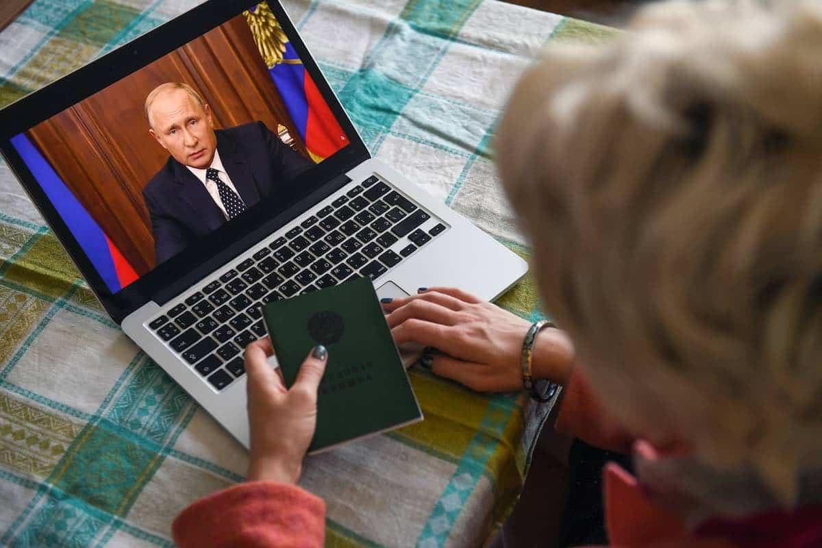 Поправки в Конституцию РФ 2020: как изменятся зарплаты и пенсии россиян