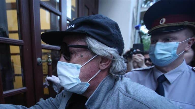 Адвокат Михаила Ефремова рассказал, что его подзащитный в тяжелом состоянии