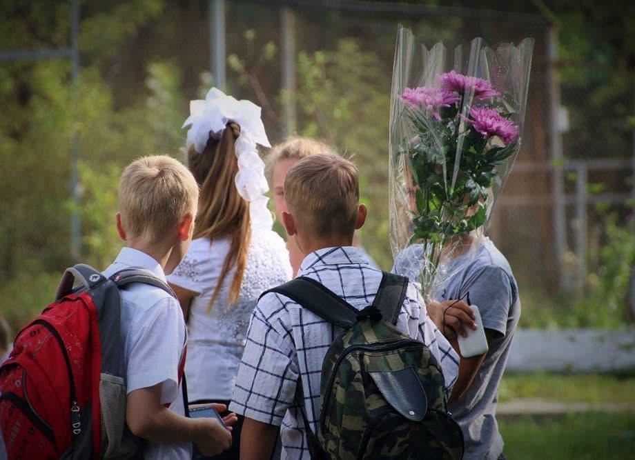 Про новый формат школьных линеек 1 сентября рассказали в Министерстве просвещения РФ