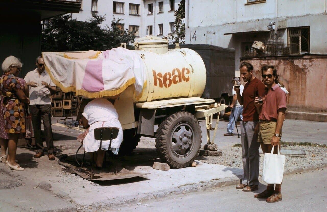 Советский квас из жёлтых бочек: за что любили вкусный напиток из детства